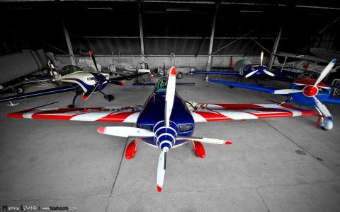 Un hangar plein de bêtes furieuses...